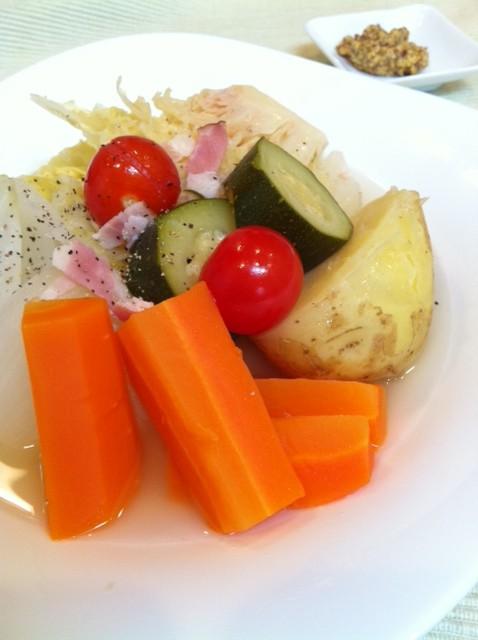 ハーブ香るゴロゴロ野菜のポトフ