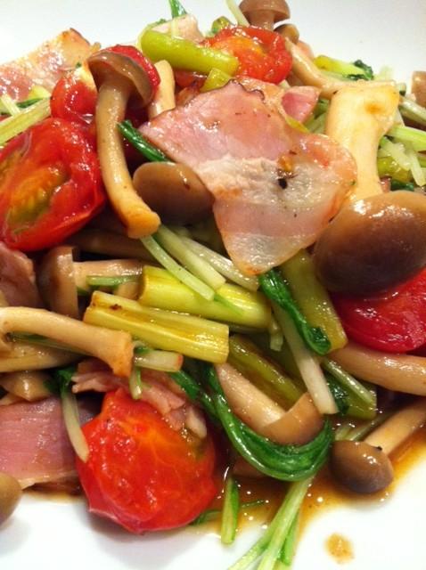水菜とベーコンとニンニクの芽の炒め物