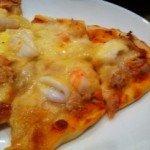 生地から作るもちもちシーフードピザ