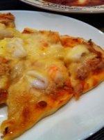 もちもちシーフードピザ