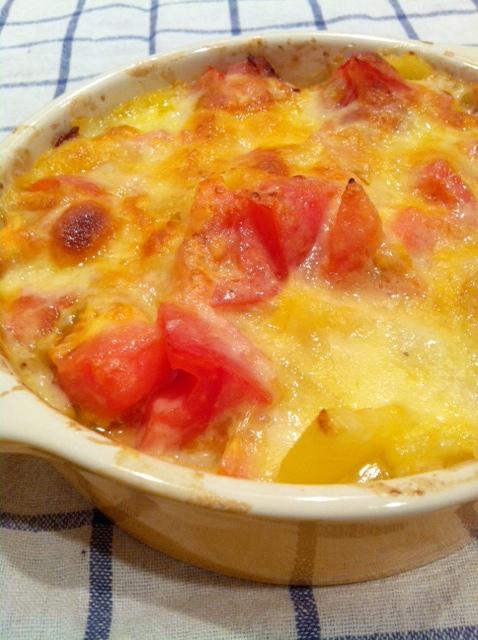 じゃがいもとフレッシュトマトのチーズ焼き