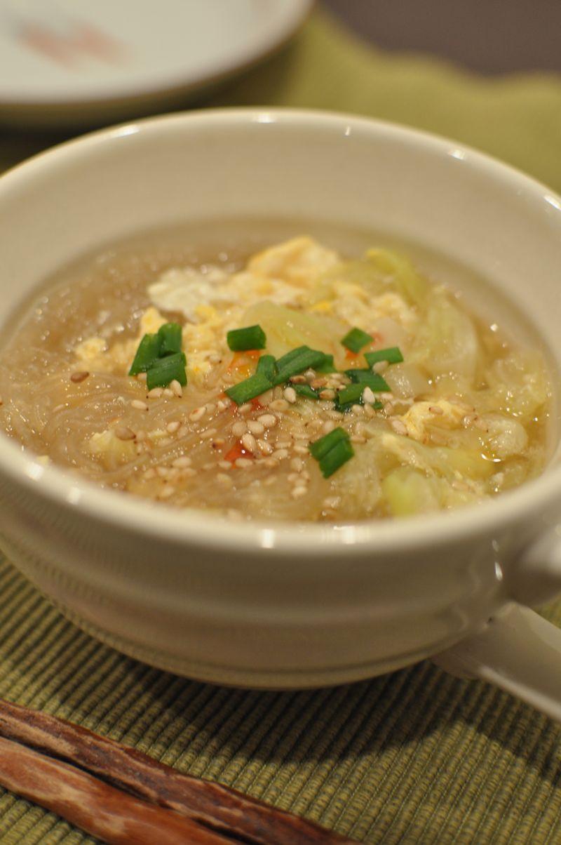 炒めキャベツと春雨の卵スープ