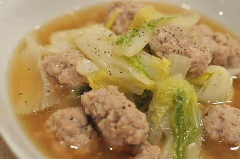 簡単にできるふっくら肉団子と白菜のスープ煮