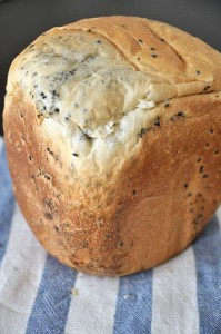 ホームベーカリーで黒ごま食パン