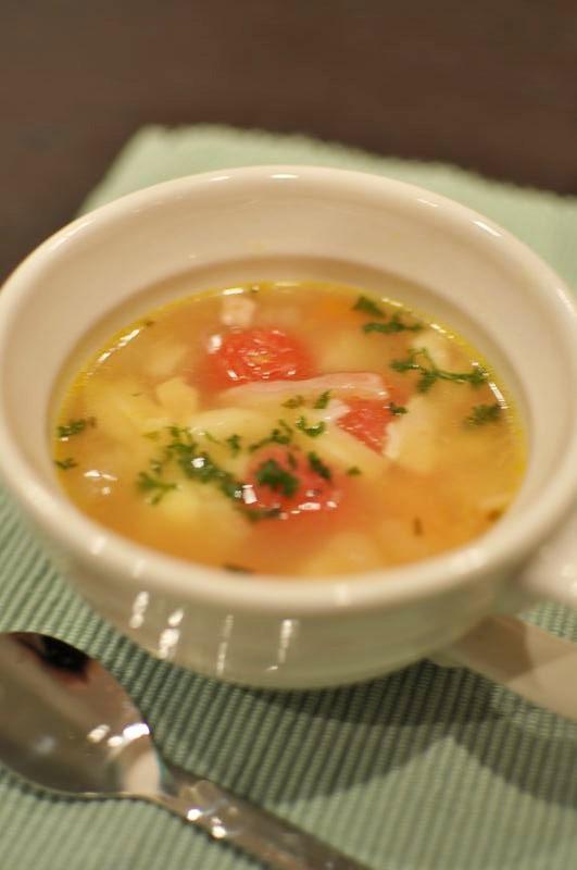 プチトマト入り♪にんにく風味の野菜スープ