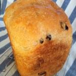 ホームベーカリーでレーズン入り全粒粉食パン